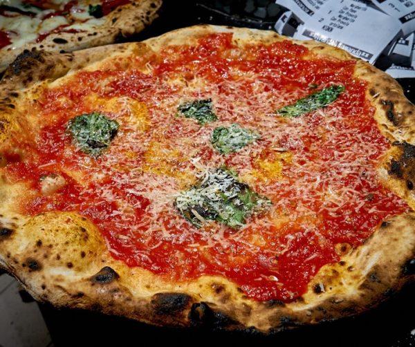 Pizzeria Salvo a Napoli: dove tradizione e innovazione si incontrano