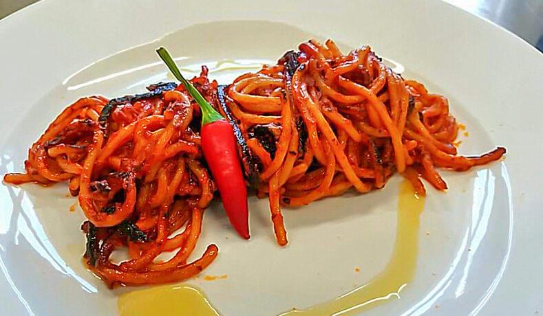 Spaghetti all'assassina: la vera storia, la ricetta, le testimonianze e i falsi miti