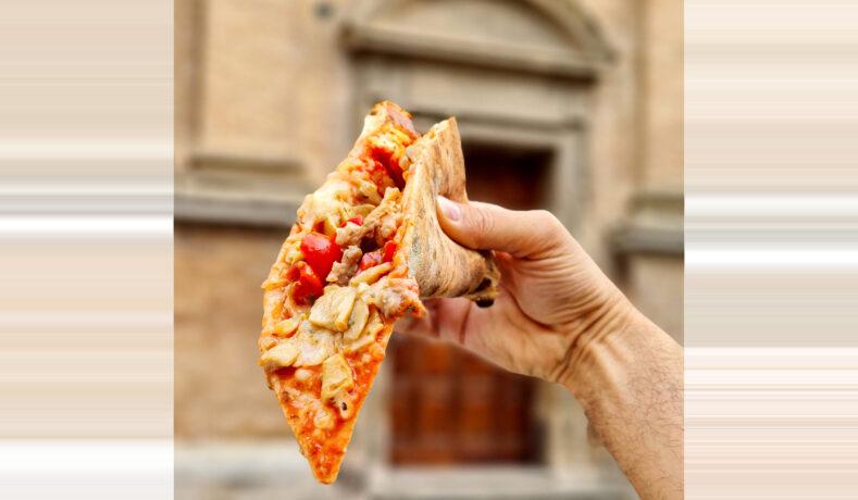 Spopola la campagna social #unapizzafattaadarte che promuove le Marche attraverso un trancio di pizza